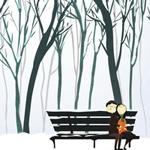 Парень с девушкой сидят на скамейке в парке зимой картинка смайлик
