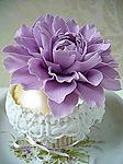 Торт с сиреневым цветком картинка смайлик