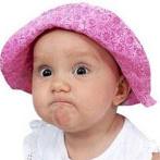 Гиф gif Ребенок в шляпке строит коварные планы рисунок