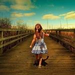 Картинка Девочка на деревянном мосту (follow your bliss tattoo) анимация