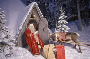 Смайлик С Новым годом! Дед Мороз в лесу у своей избушки аватар