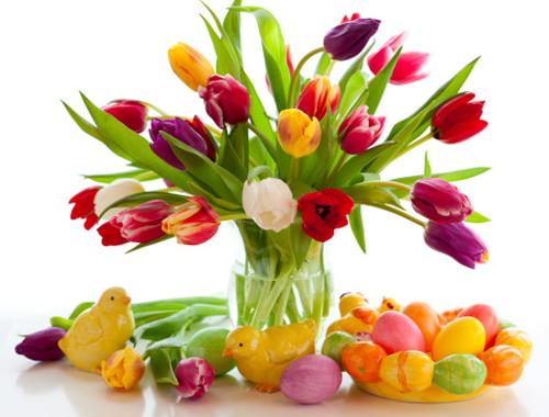 Букет тюльпанов и пасхальные яйца картинка смайлик