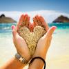 Смайлик Сердечко из песка в руке аватар