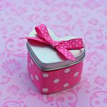 Смайлик Коробка с подароком в виде сердца аватар