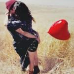 Гиф gif Счастливая пара и воздушный шар в виде сердца рисунок
