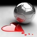 Картинка Зеркальный футбольный мяч рядом с сердечком из красной кр... анимация