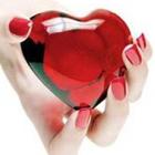 Смайлик Стеклянное сердце в женских руках аватар
