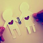 Вырезанные человечки с сердцами