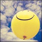 Желтый шарик в небе смайлики картинки