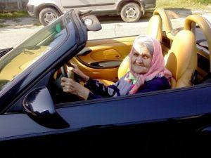Бабушка за рулем прекрасного автомобиля картинки смайлики